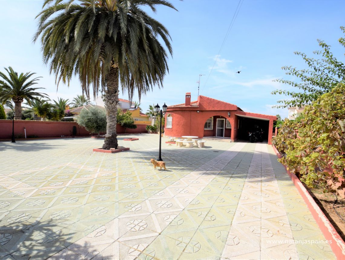 Detached villa - Sale - Torrevieja - El Chaparal
