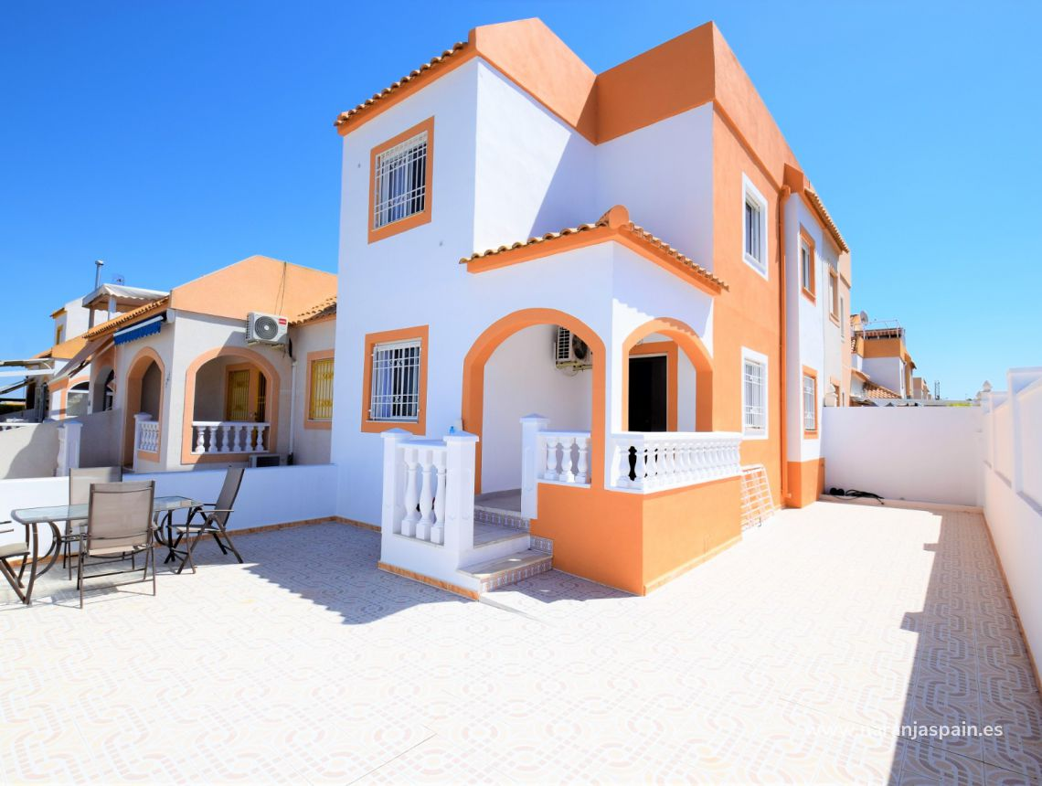 Semi-detached house - Sale - Torrevieja - Altos del Limonar